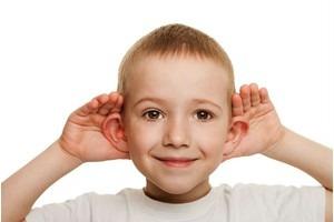 در صورت کم شنوایی در کودکان، مشکلات گفتاری به وجود می آید
