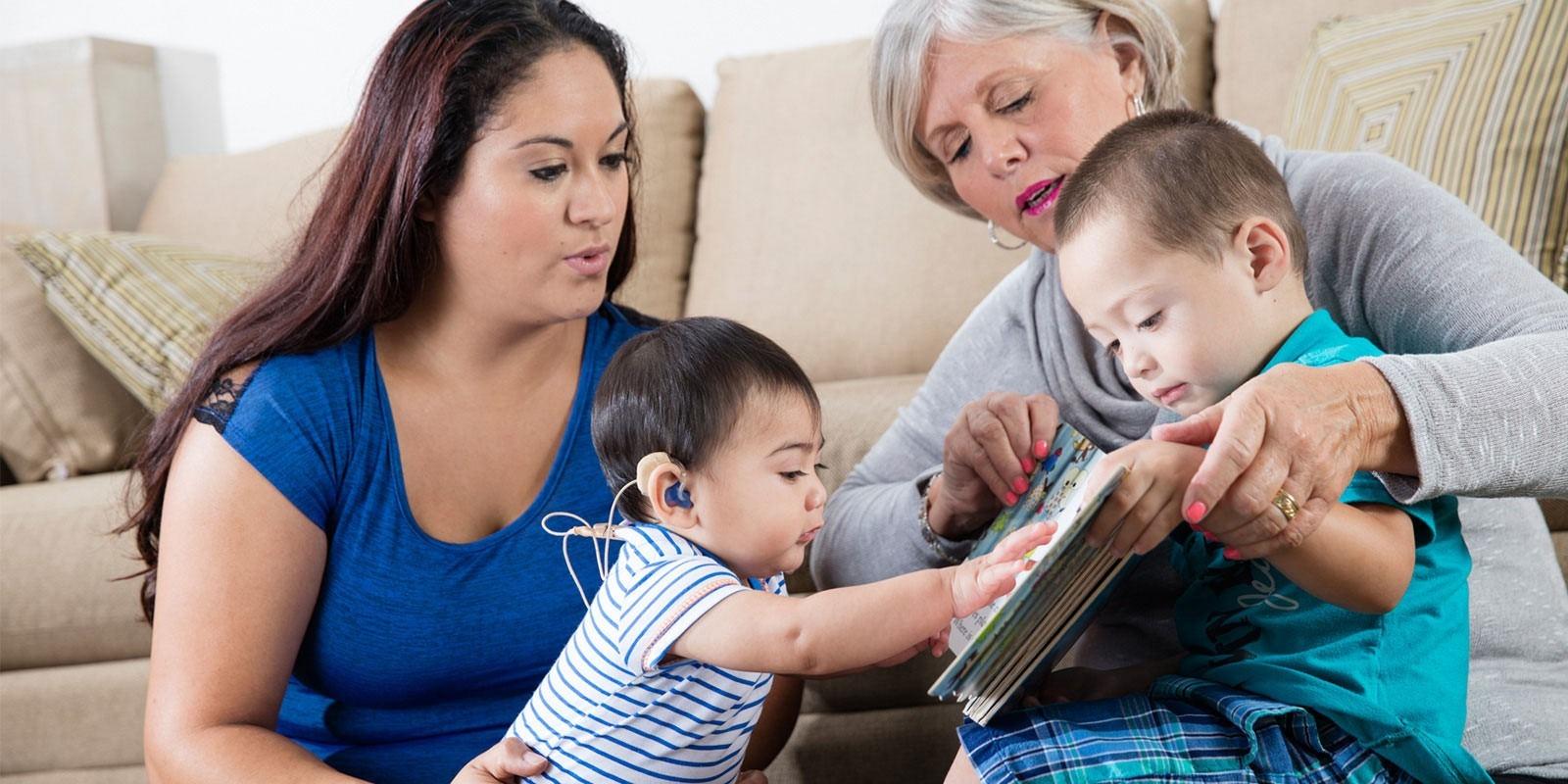 واکنش والدين به کم شنوايي کودک